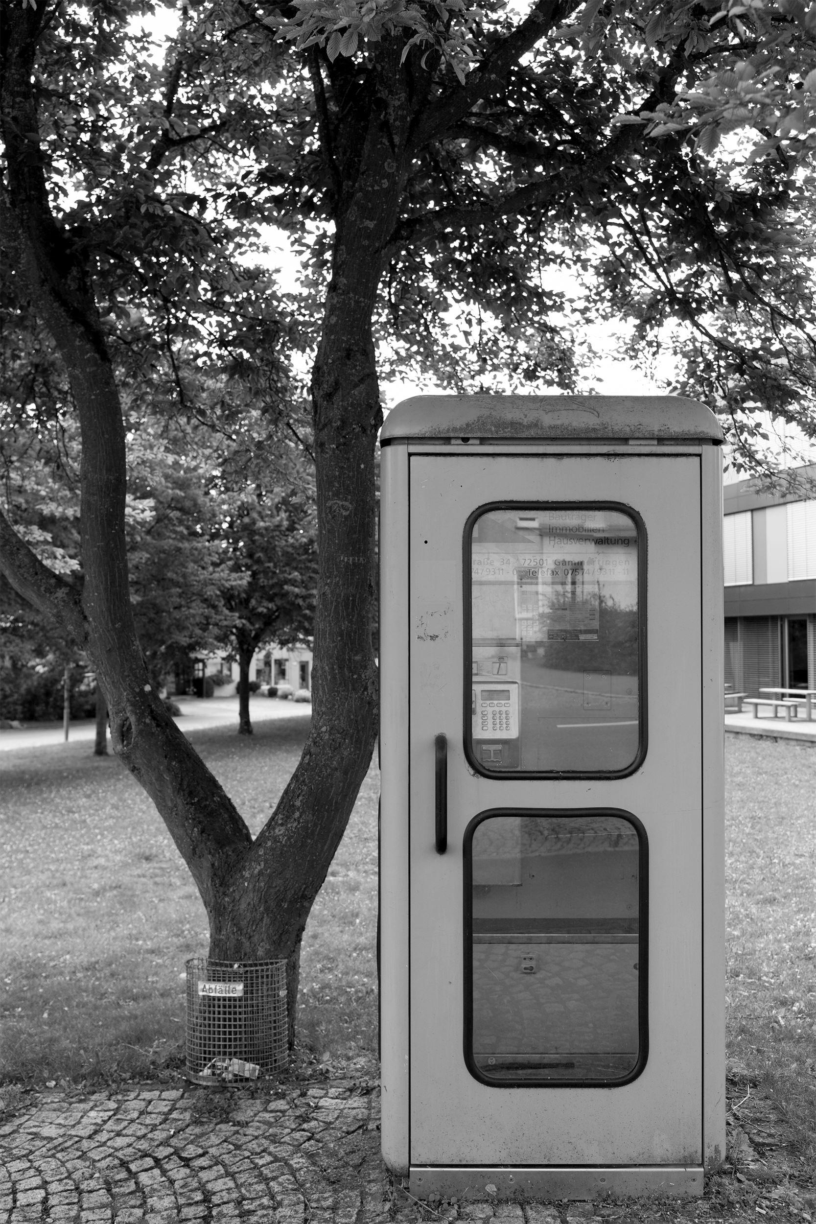 Eine sehr alte Telefonzelle in Gammertingen.
