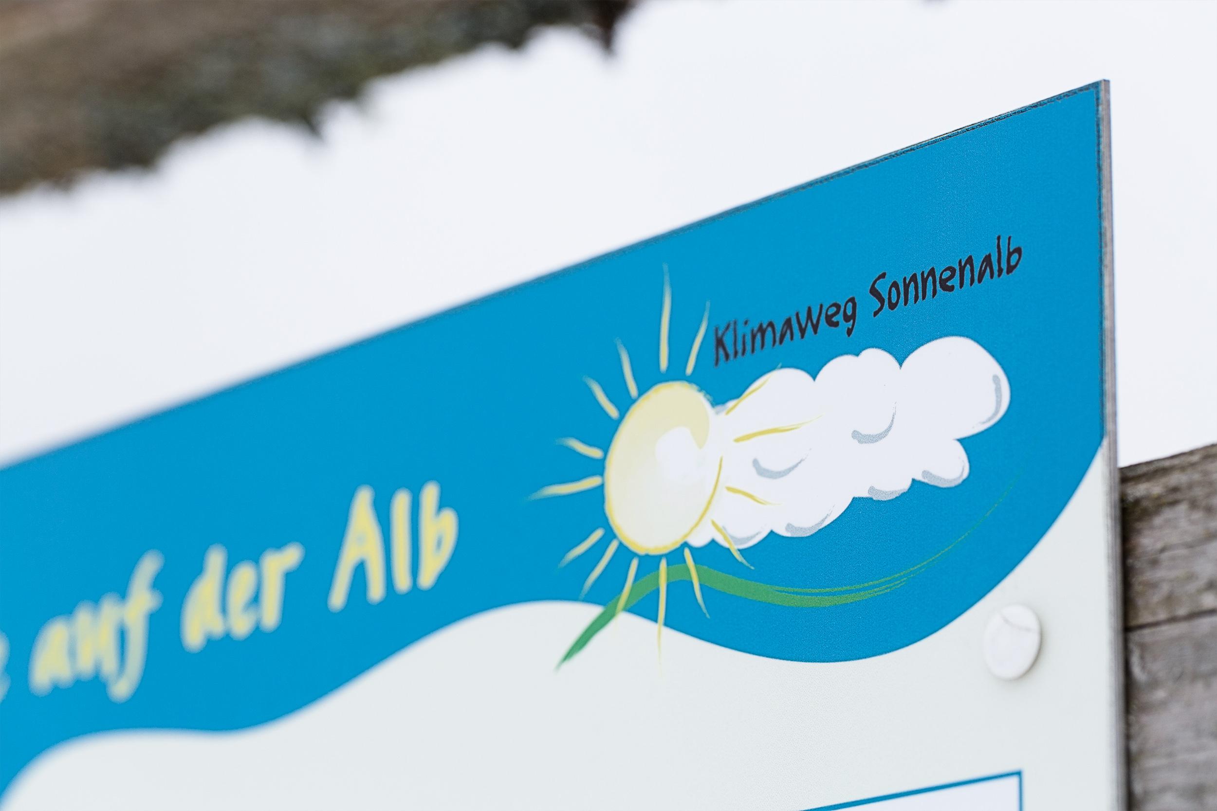 Schild zum Wanderweg 'Klimaweg Sonnenalb' bei Undingen.