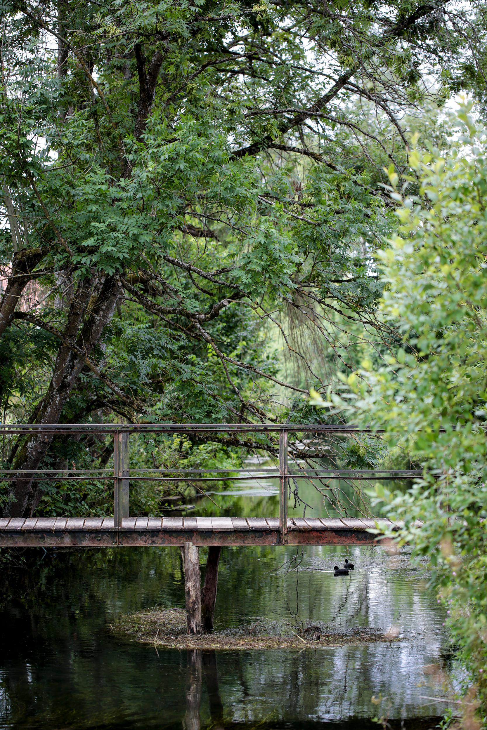 Alte Holzbrücke über die Lauchert bei Gammertingen.