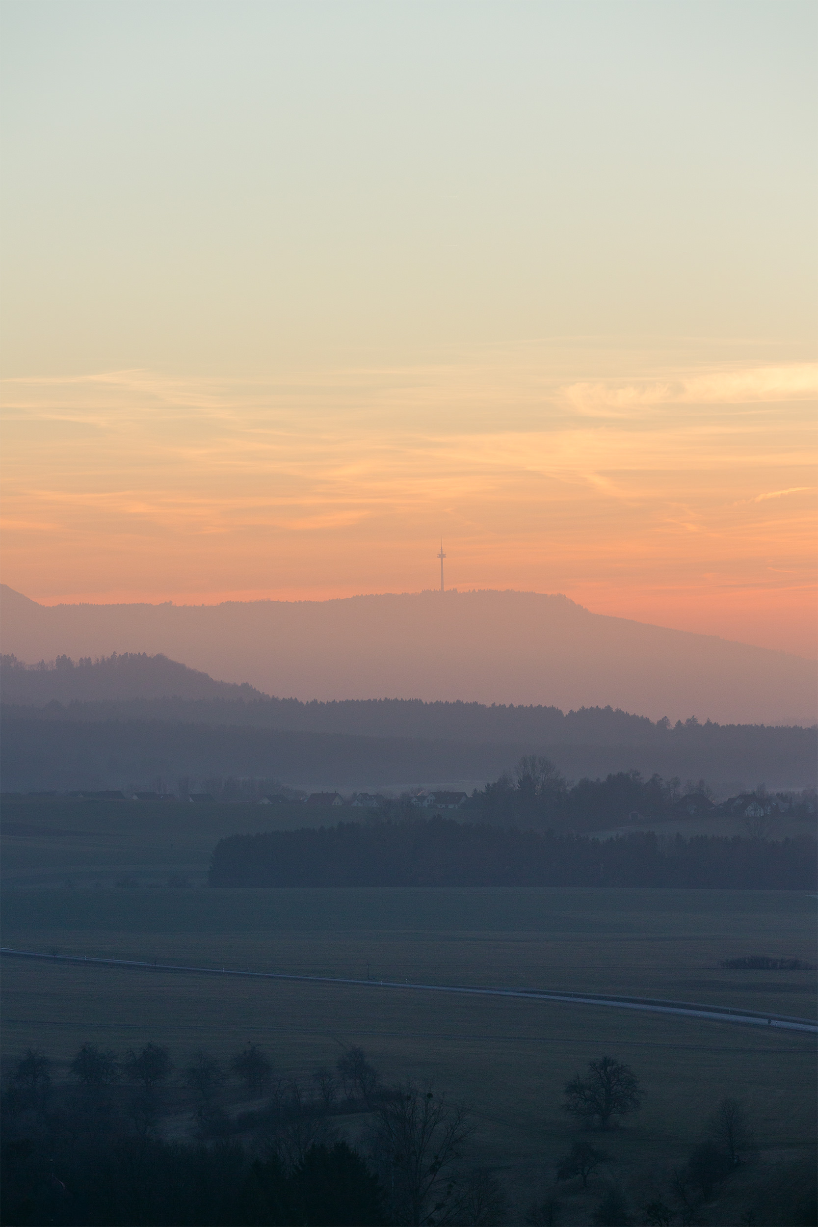 Albtrauf bei Hechingen im Sonnenaufgang.