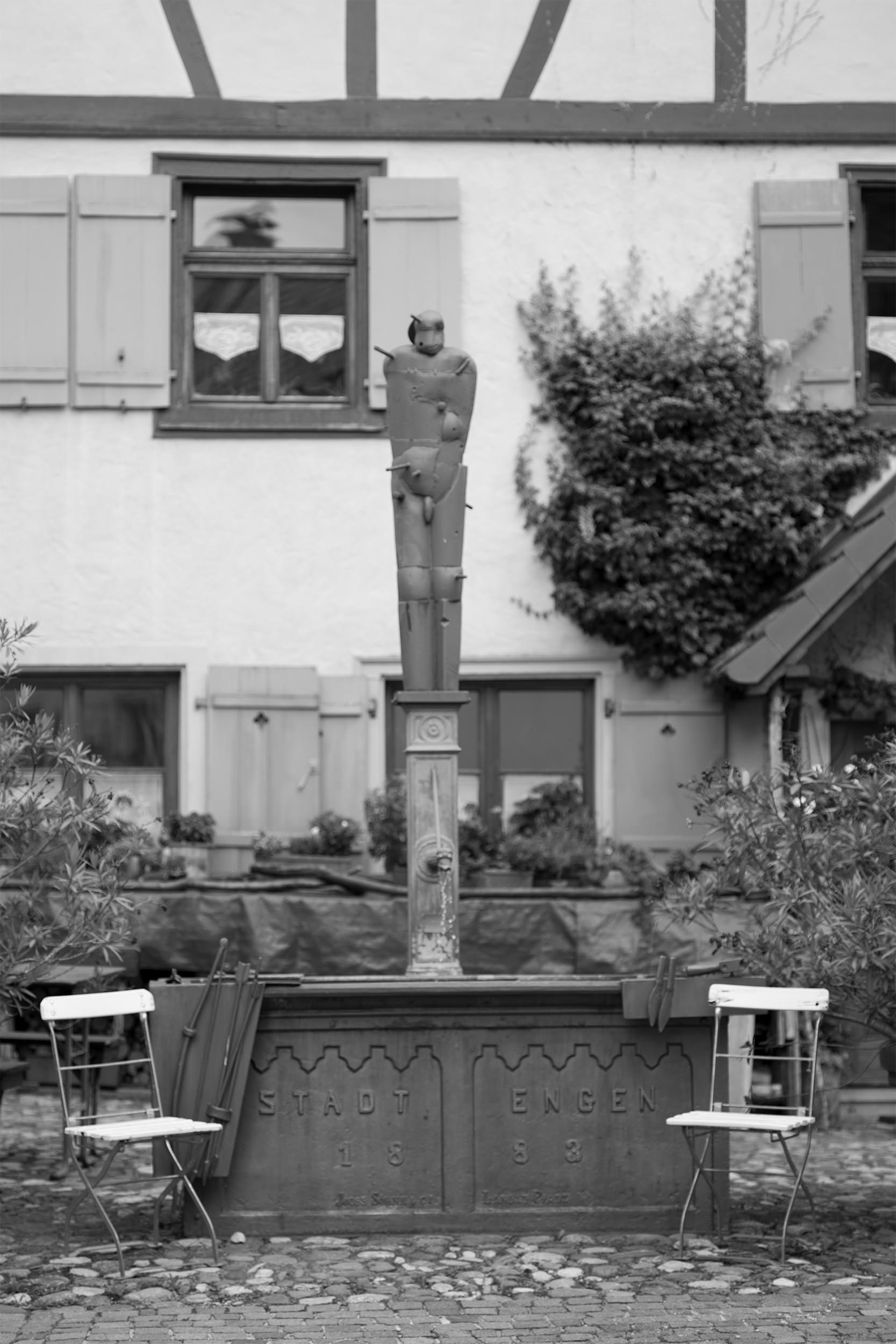 Zentraler Brunnen in der Altstadt von Engen.