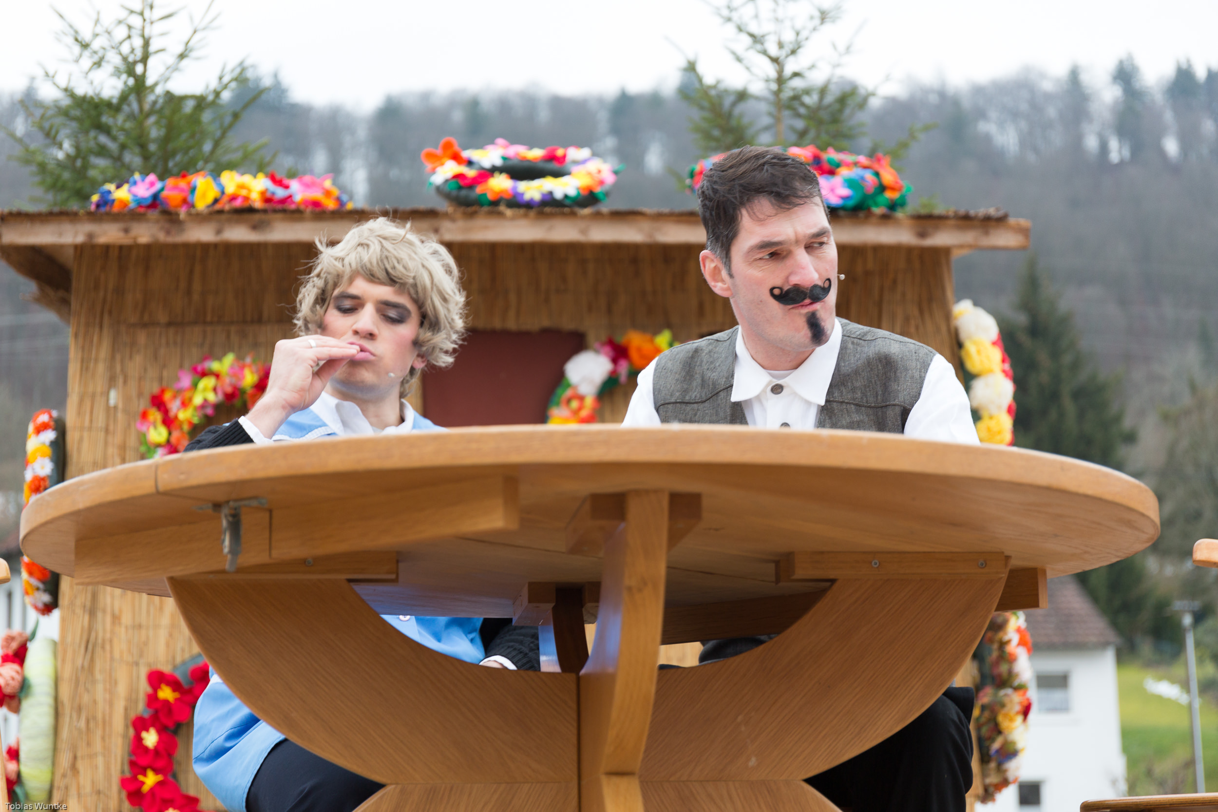 Szene während des Theaterstücks der Burladinger Fasnetsspieler.