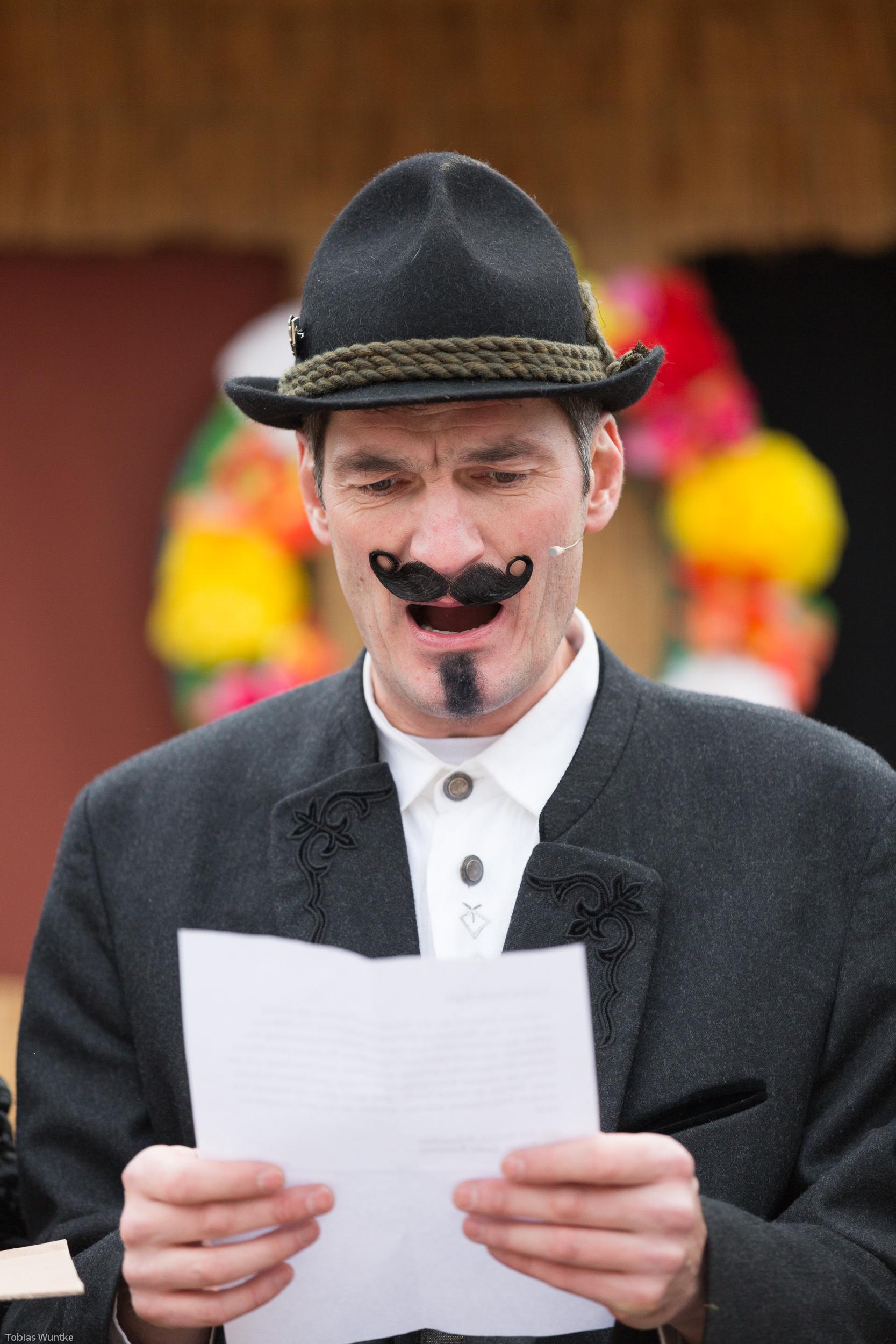 Portraitaufnahme eines der Schauspieler des Fasnetsspieles in Burladingen.