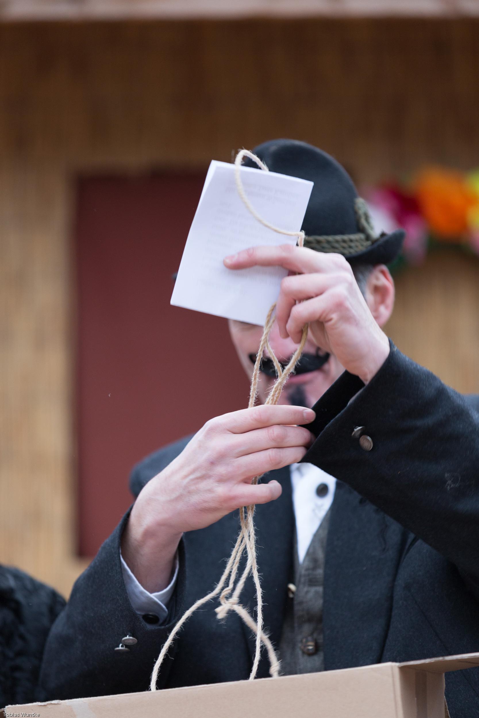 Detailaufnahme eines der Schauspieler des Fasnetsspieles in Burladingen.