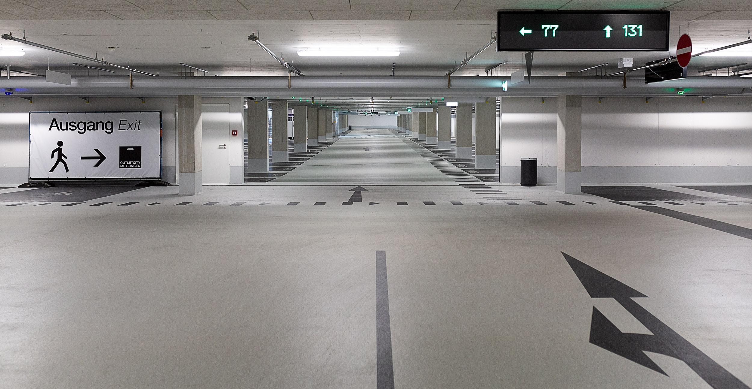 Komplett leere Tiefgarage in der Outletcity Metzingen.